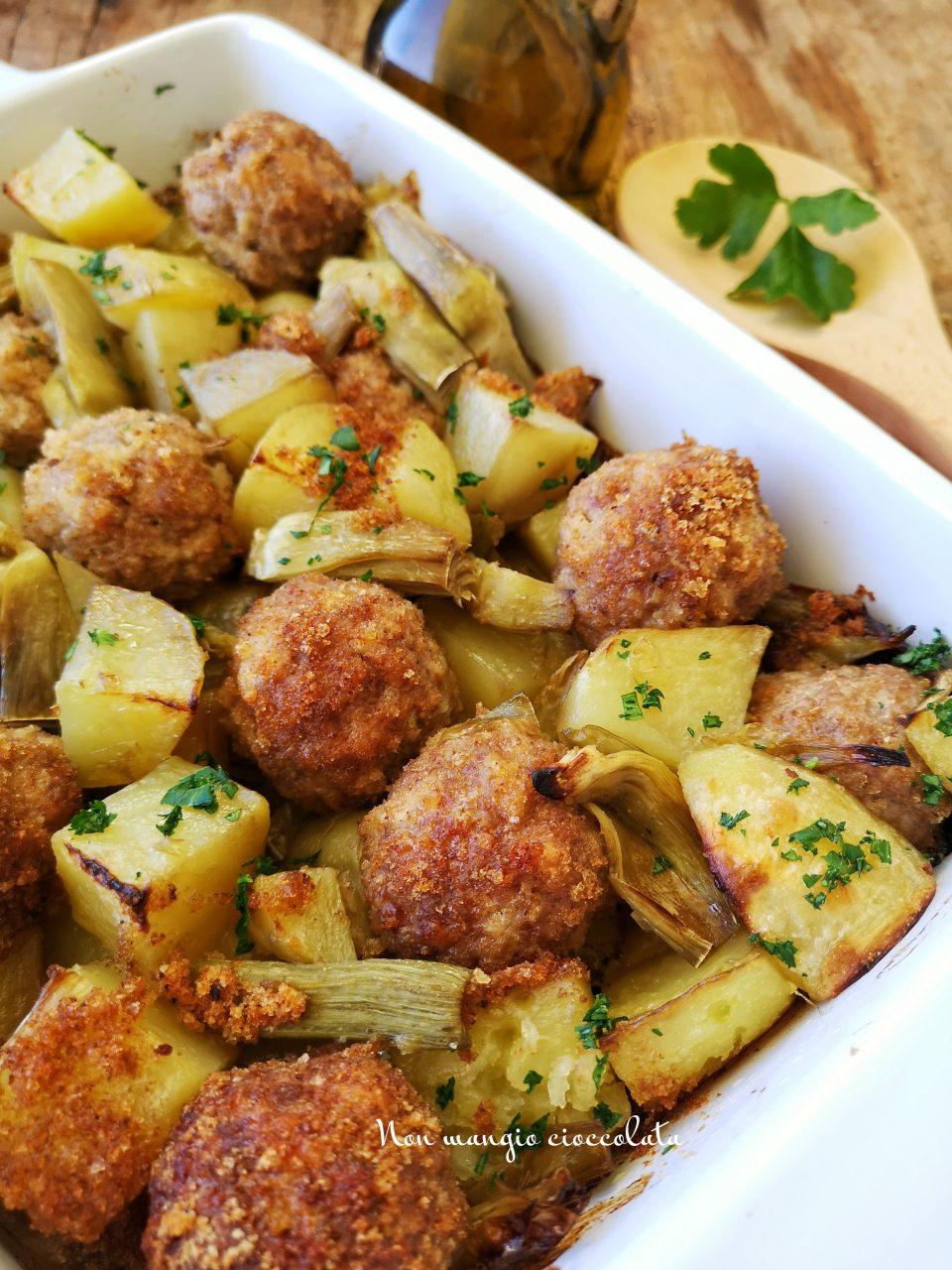 Polpette con patate e carciofi al forno