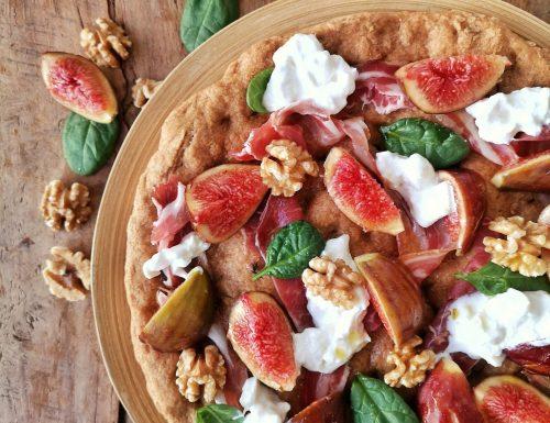 Pizza e fichi con capocollo, burrata, noci, spinacini e miele