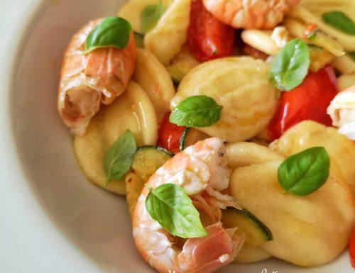 Cappelloni con scampi, zucchine e pomodorini al profumo di basilico