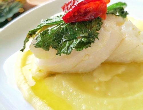 Cuore di baccalà su crema di patate con cime di rapa stufate e pomodorini secchi