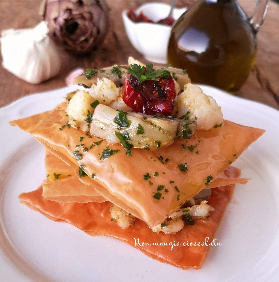 Millefoglie di pasta fillo con insalata di baccalà e carciofi