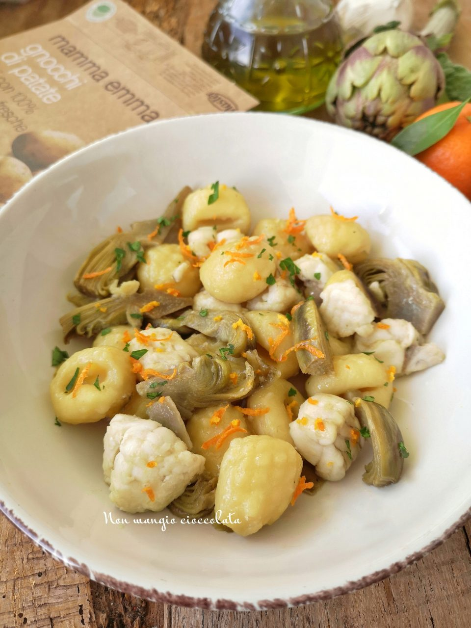 Gnocchi di patate con carciofi e rana pescatrice al profumo di mandarino