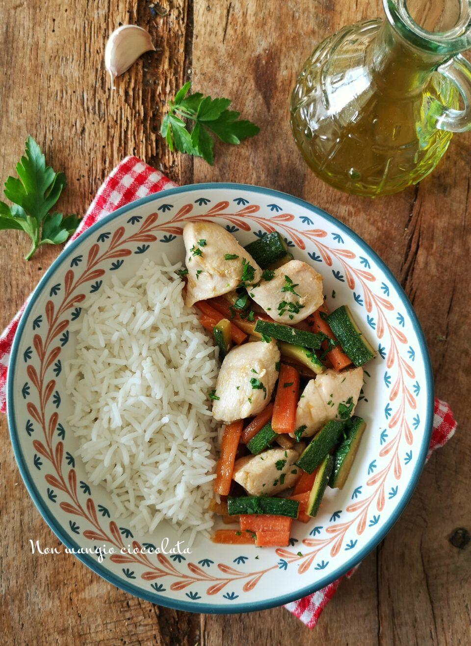 Pollo e verdure alla soia con riso basmati
