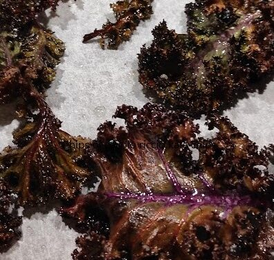 Chips di cavolo (kale) per un aperitivo veloce