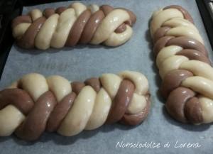 Trecce bicolore di pasta brioche con ripieno di crema gianduia