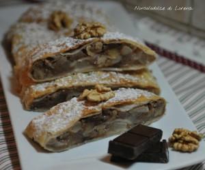 Strudel di sfoglia alle pere con cioccolato e noci