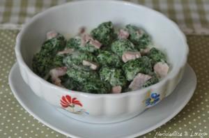 Gnocchi spinaci e ricotta (con panna e prosciutto)