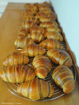 Croissant sfogliati bicolore al caffè