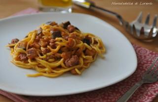 Spaghetti alla chitarra con salsiccia e melanzana