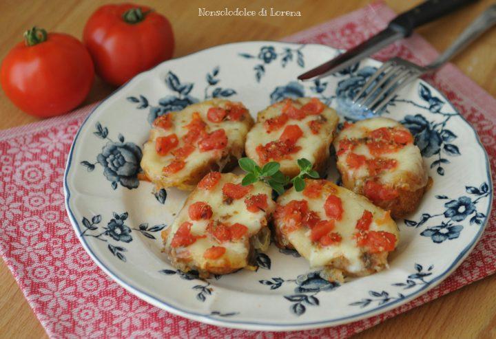 Crostini di pane al pomodoro e mozzarella