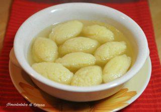 Gnocchetti di semolino in brodo