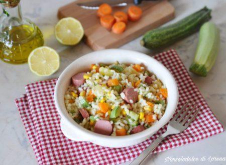 Insalata di riso con wurstel e verdure