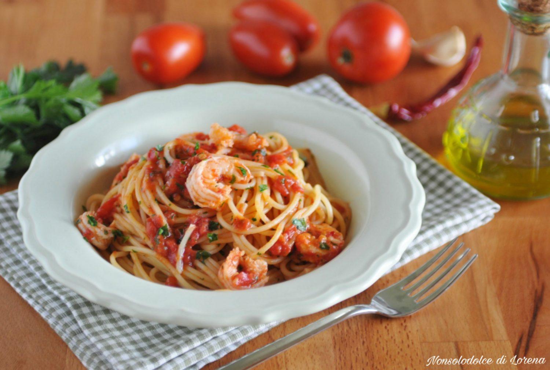 Spaghetti ai gamberi con pomodoro primo piatto veloce e for Primo piatto veloce