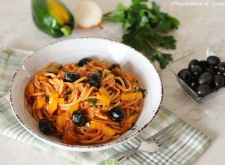 Spaghetti al tonno peperoni e olive