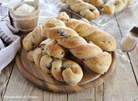 Treccine di semola con le olive