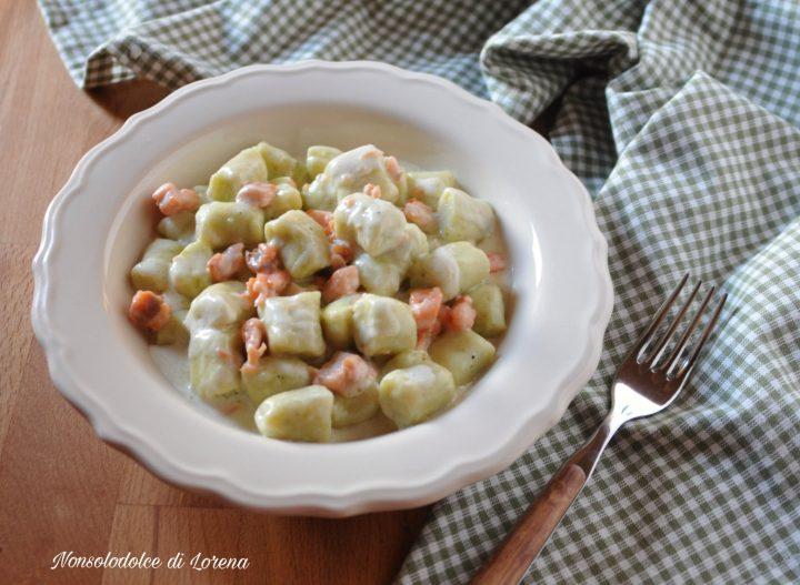 Gnocchi di broccoli e patate al salmone
