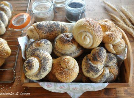 Panini con semi di sesamo e papavero