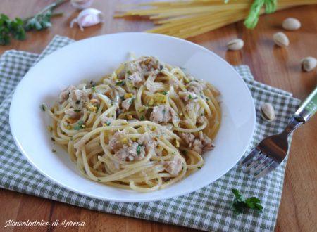 Spaghetti al tonno cipolle caramellate e pistacchi