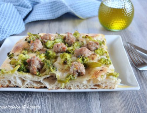 Focaccia con broccoli e salsiccia