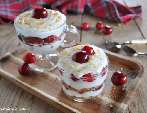 Bicchierino allo yogurt e ciliegie