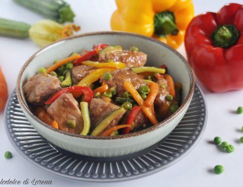 Bocconcini di maiale con verdure saltate