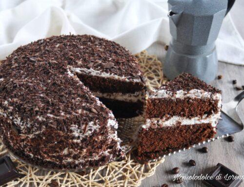 Torta farcita al cioccolato e caffè