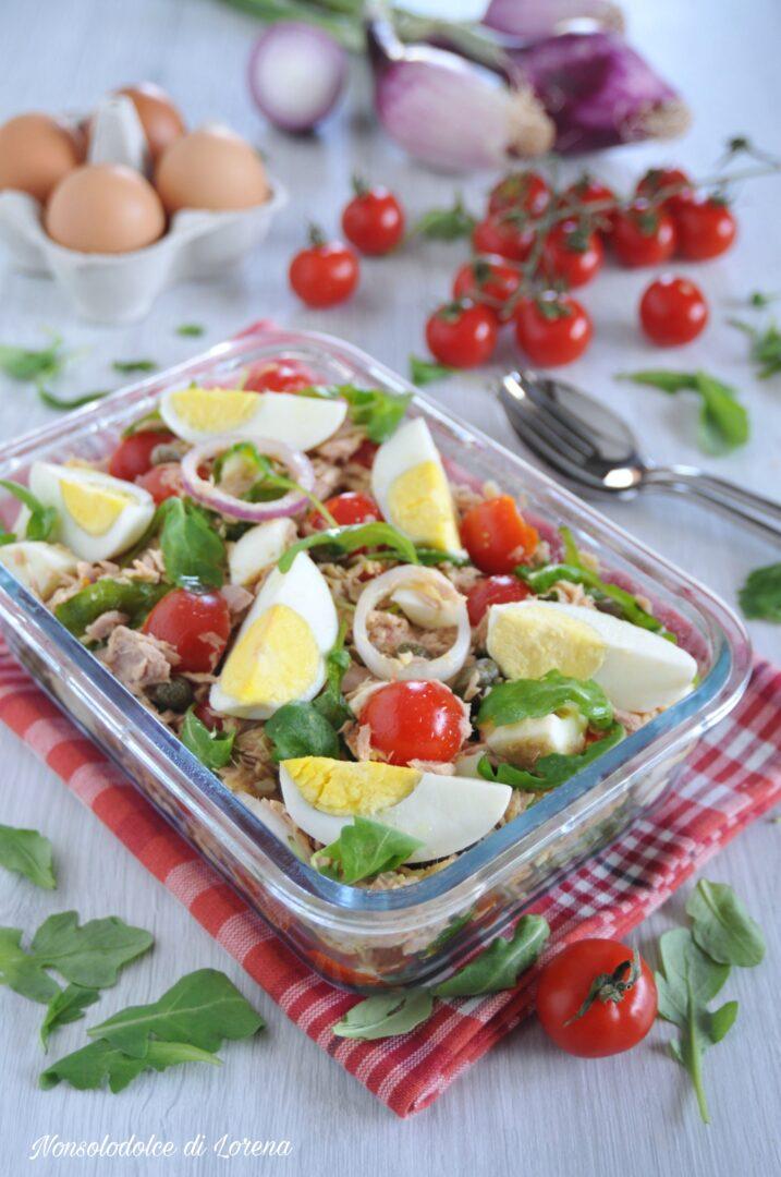 Insalata di uova e tonno con pomodorini
