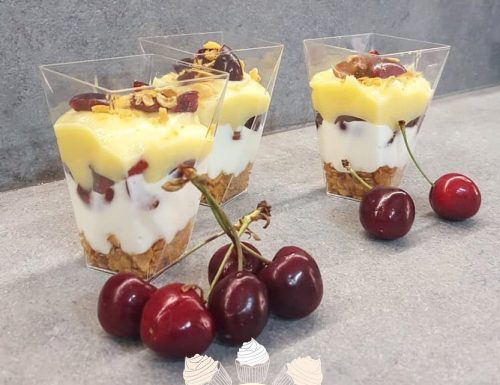 Dolce al cucchiaio alle ciliegie