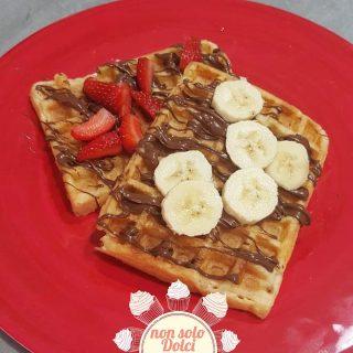 Waffle al forno con frutta fresca