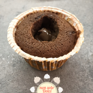 cupcake oreo_farcitura della base con crema spalmabile alle nocciole