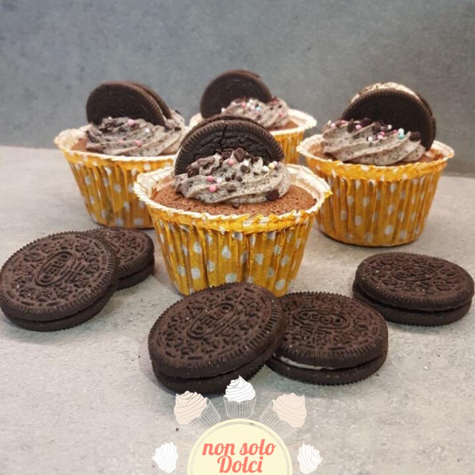 cupcake oreo_tortine morbide al cioccolato con crema al mascarpone e oreo