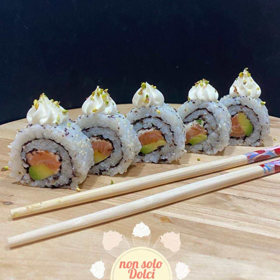 Sushi: ricetta e suggerimenti    Uramaki con salmone e avocado