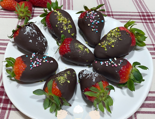 Fragole con cioccolato fondente