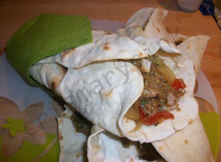 Tortillas con fajitas di verdure e carne