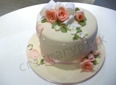 Torta rose e fiocco