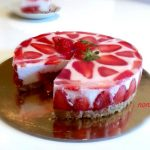 cheesecake con cuore di coulis di fragole