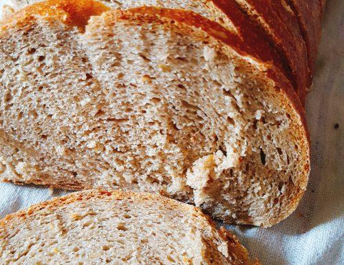 Pane di segale con lievito madre e semi di lino