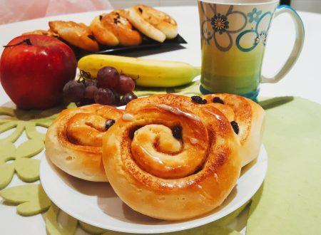 Cinnamon rolls con  uvetta e lievito madre