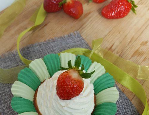 Cupcakes con frosting e fragole