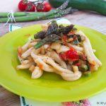 Caserecce con asparagi zucchine e pomodorini