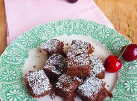 Brownies al cioccolato fondente e ciliegie