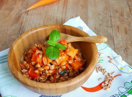 Farro integrale con peperone rosso e carote