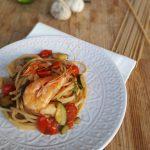 Spaghetti integrali con gamberetti zucchine e pomodorini