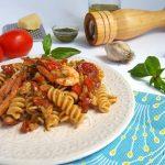 Fusilli con gamberi pomodori  e pesto  Genovese