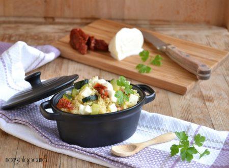 Cous cous con zucchine , pomodori secchi e mozzarella