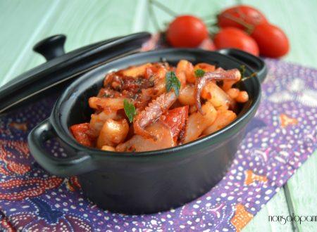 Calamari in padella con pomodorini