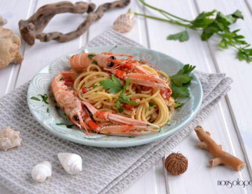 Spaghetti con scampi e pomodorini