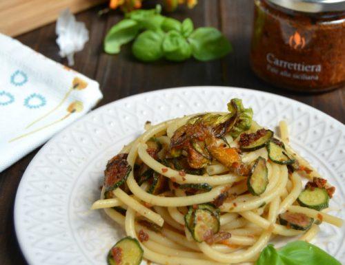Bucatini  con zucchine fiori di zucca e patè alla carrettiera
