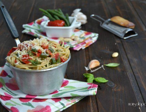 Spaghetti con pomodori semi secchi e fagiolini