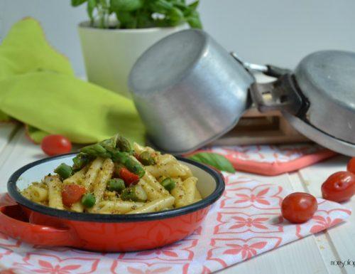 Penne mezzane con asparagi, pomodorini e crema di pistacchi